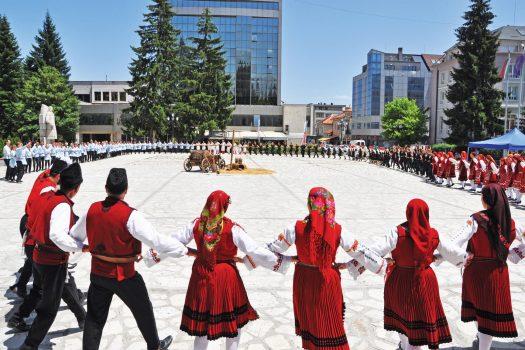 dance on the square in Razlog